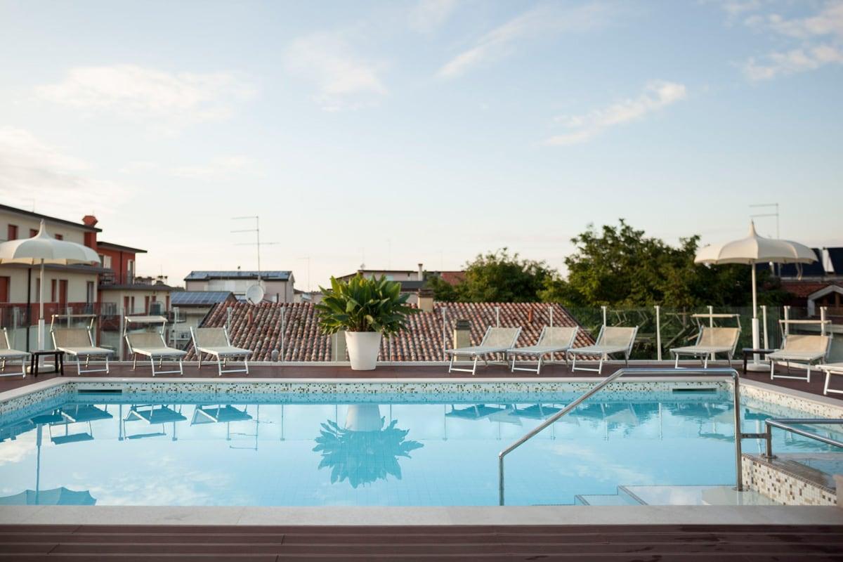 piscina tropical hotel jesolo